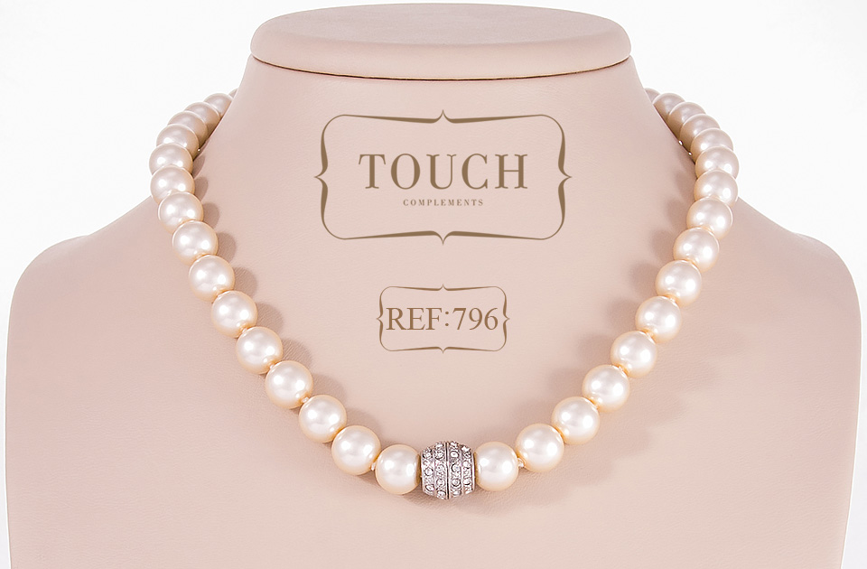 796-touch-complements-collar
